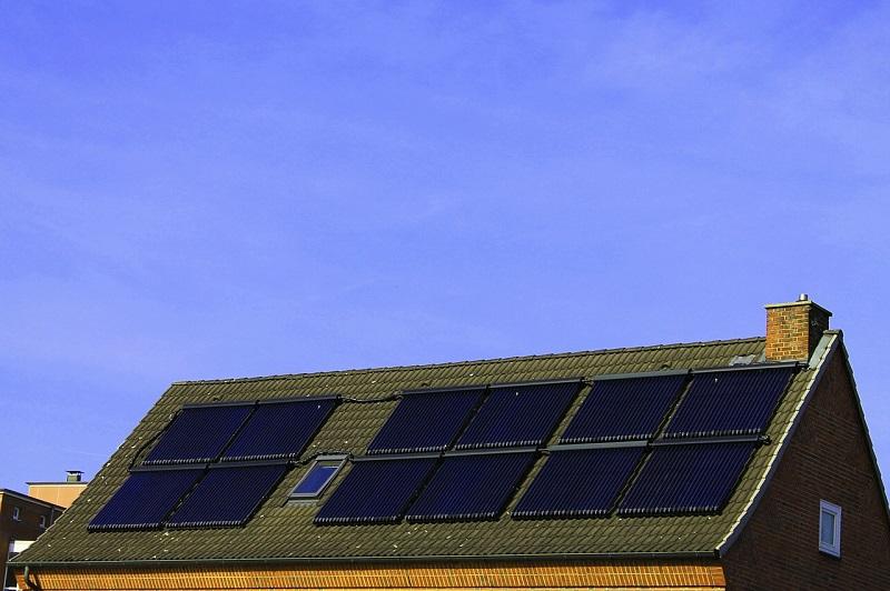 Domača sončna elektrarna lahko poskrbi za to, da bo račun za elektriko vsak mesec manjš