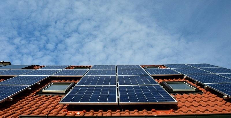 Domača sončna elektrarna nudi kar nekaj prednosti in ugodnosti