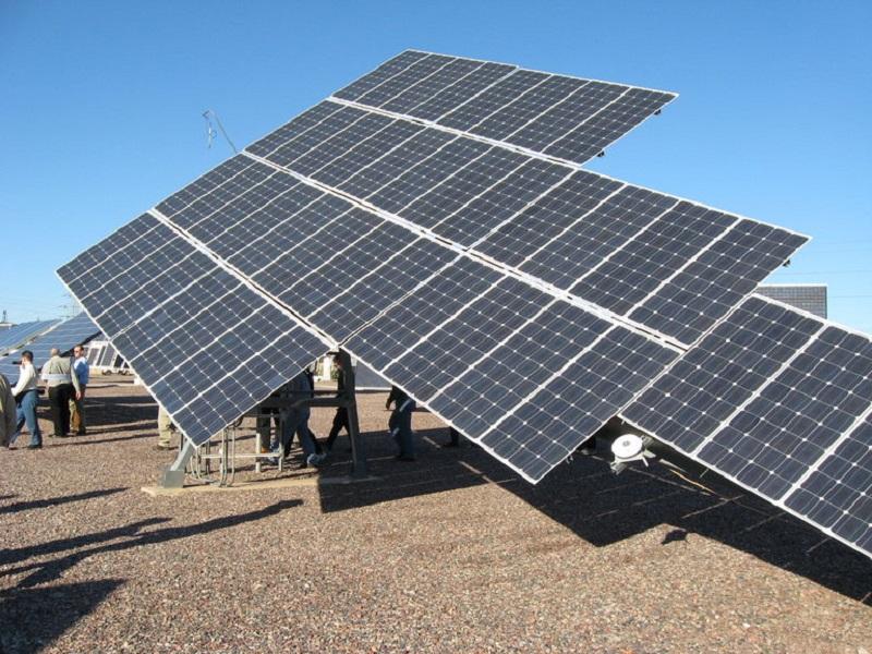 Obračanje sprejemnika po soncu pa je naloga, ki jo opravi sončni sledilec